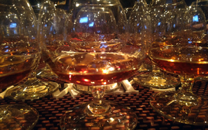 Whiskey-Glass-Close-up-Amico-Bar